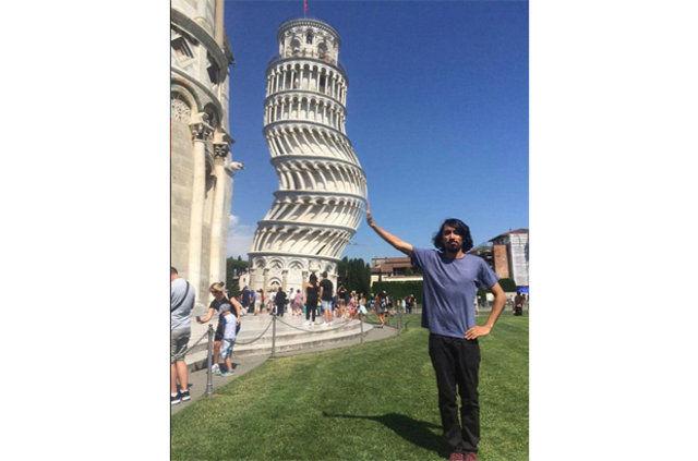 Turistin fotoğrafını atıp photoshop ustalarından yardım istemesi sonrasında ortaya bu görüntüler çıktı