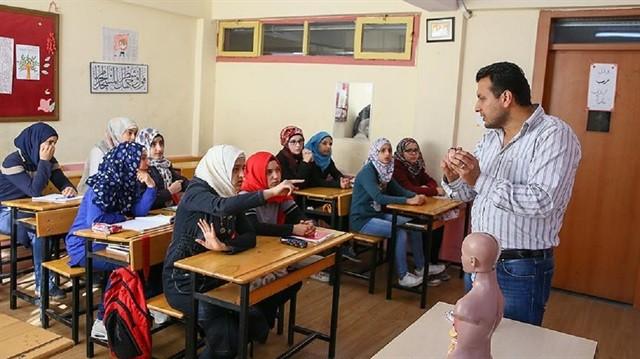 Suriye'de Cerrah Doktor Olan Battah Türkiye'de Öğretmen Oldu